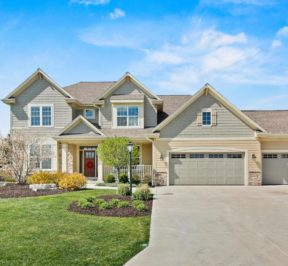Home for Sale in Pewaukee Wisconsin